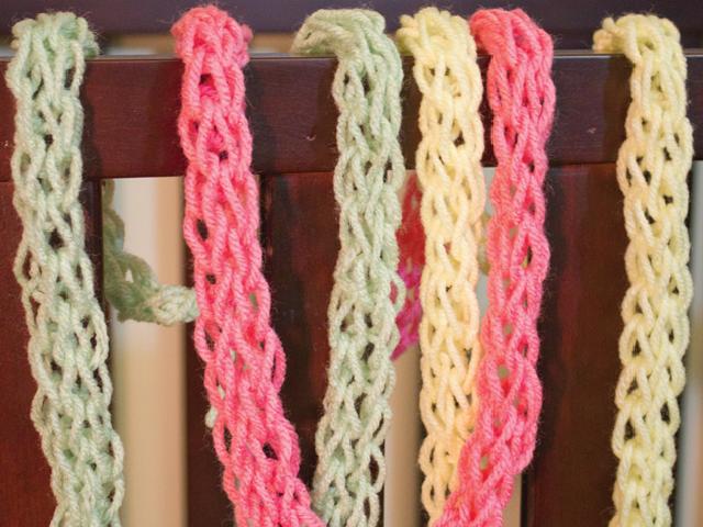 Finger Knit Yarn Lei Tutorial